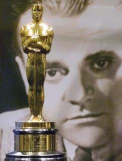 1416647059927 000 - مجسمه اسکار «جیمز کاگنی» بدون پیشنهاد خرید در حراجی ماند