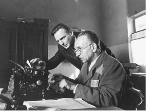 http://www.naghdefarsi.com/images/stories/rooz/naghd/250/4-Pulp-Fiction/2/7-Schindlers-List/7-Schindlers-List/15-Schindlers-List.jpg