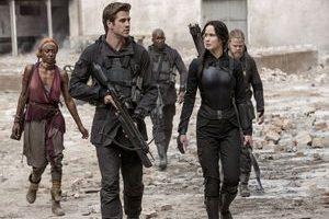 TheHungerGamesMockingjay Part13 300x200 - نقد فیلم The Hunger Games:Mockingjay - Part1 (بازیهای مرگبار:مرغ مقلد - پارت یک)