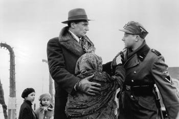 sch (3) - نقد فیلم Schindler's List (فهرست شیندلر)