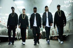 StraightOuttaCompton2 300x200 - نقد فیلم Straight Outta Compton (بچهی ناف کامپتون)