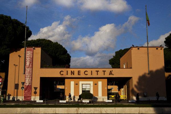 1919453 - از اسلحهای برای ترویج ایدههای فاشیسم، تا رابطه عاشقانه با فلینیِ در ابتدا: نئورئالیست/ قلب سینما در رُم میتپید