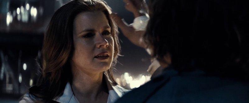 Lex Luthor is holding Lois Lane against her will - 12 نکتهای که تا الان دربارهی فیلم «بتمن علیه سوپرمن» می دانیم