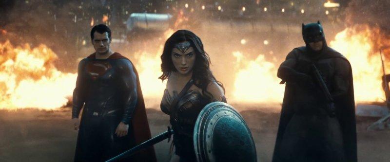 Trinity on screen together for the first time - 12 نکتهای که تا الان دربارهی فیلم «بتمن علیه سوپرمن» می دانیم