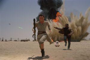 StarWarsTheForceAwakens5 - نقد فیلم Star Wars: The Force Awakens (جنگ ستارگان: نيرو برمیخيزد)