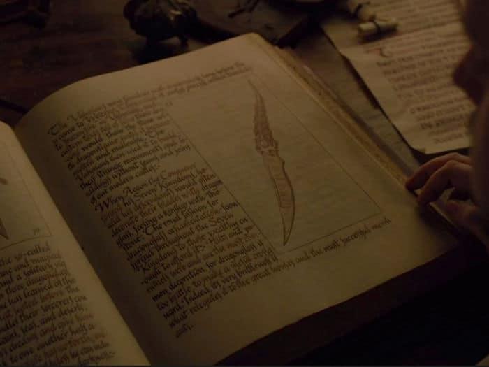the valyrian steel blade used in brans assassination attempt in season one cropped up in one of sams stolen citadel books w700 - نکات جالب قسمت اول از فصل هفتم «بازی تاج و تخت» که ممکن است متوجه آنها نشدهباشید