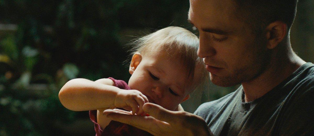 High Life Robert Pattinson 1200x520 - نقد فیلم High Life 2018 (آنگاه که زندگی شکل مرگ میگیرد)