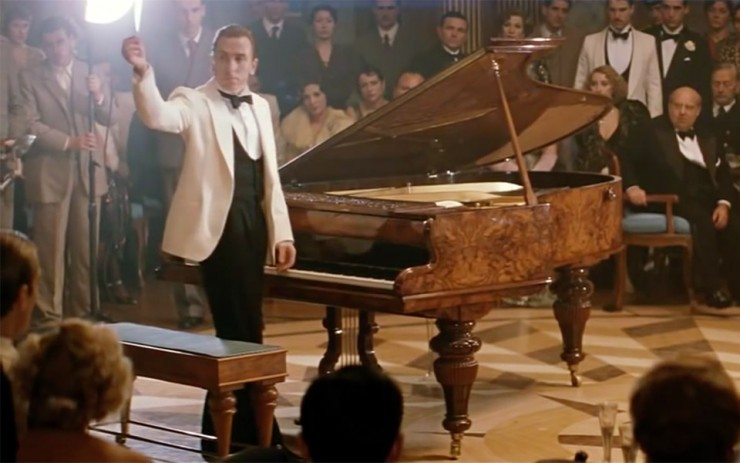 the piano duel in the legend of 1900 - نقد فیلم The Legend of 1900 (افسانه 1900) ⭐️