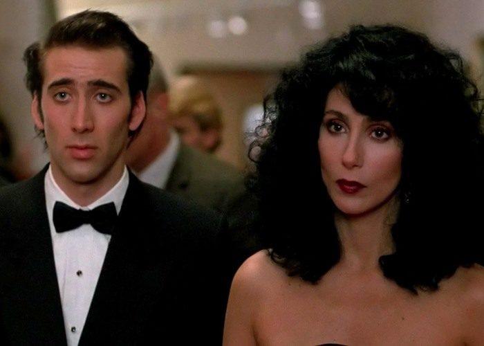 22 moonstruck 700x500 - بهترین فیلم های عاشقانه تاریخ سینما | 50 فیلم برتر