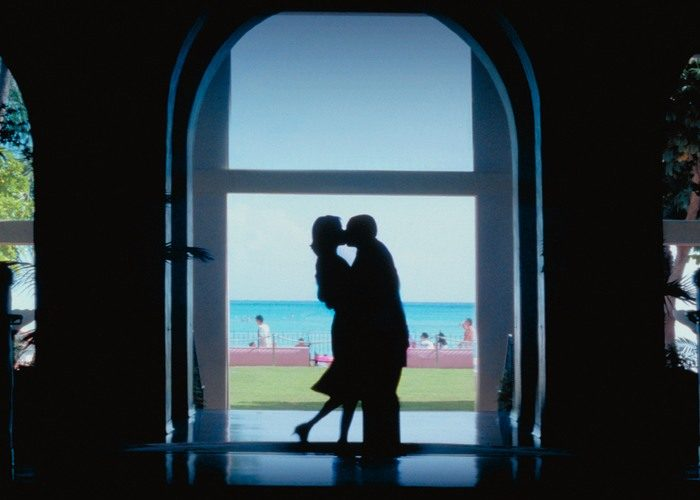 28 punch drunk 700x500 - بهترین فیلم های عاشقانه تاریخ سینما | 50 فیلم برتر