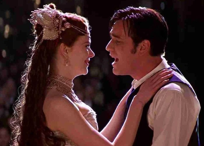 45 moulin 700x500 - بهترین فیلم های عاشقانه تاریخ سینما | 50 فیلم برتر