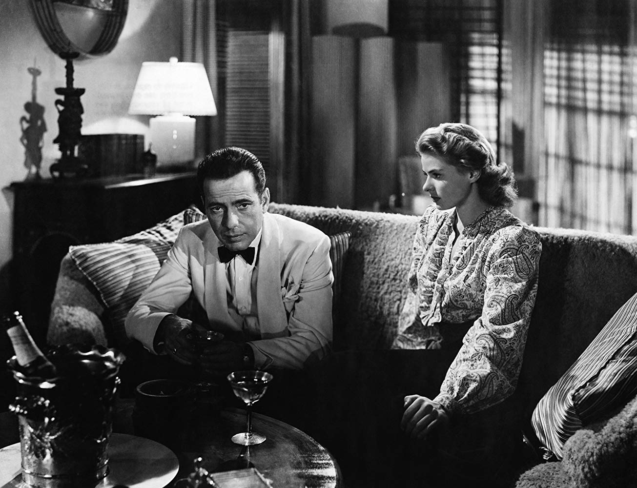 CASABLANCA - 10 فیلم برتر سیاه و سفید کلاسیک تاریخ سینما