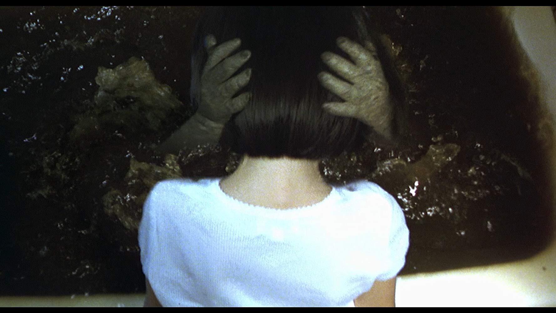 DARK WATER hhh - 10 فیلم ترسناک ژاپنی که نباید به تنهایی نگاه کنید!