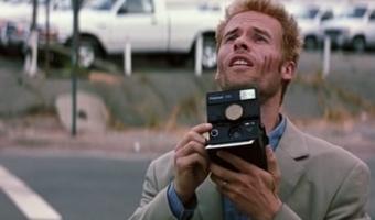 Memento 1 340x200 - نقد فیلم Memento (یادگاری) محصول 2000 اثر کریستوفر نولان